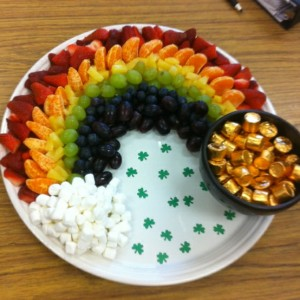 Now this rainbow consists of strawberries, orange slices, pineapple, white and purple grapes, and blueberries. Also has marshmallow and caramel candies in the gold wrapper.