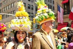 And it seems no different for the king and queen of the Tropicana pineapple kingdom they rule together (okay, this is just a joke but please their hats are outrageous).