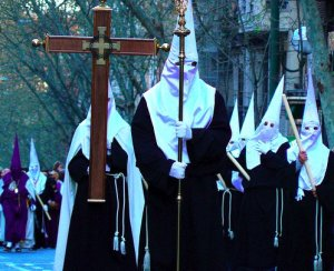 Relax, NAACP, these are just Catholic brotherhoods dressed in their robes and hoods for the Holy Week processions in Spain, not a white supremacist Klu Klux Klan meeting. It's considered a great honor to do this. Seriously, Spanish have been doing this for far longer than KKK has been in existence. Costume similarities are purely coincidental.