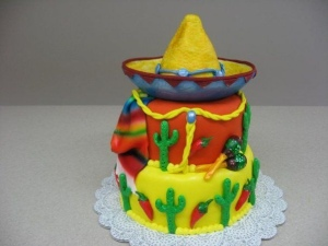 Then again, everything on this cake you can associate with the American Southwest. Except that you take the sombrero and serape and replace it with cowboy stuff.
