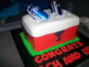 Now I have to admire how they used Bud Light beer cans and ice for this cake as a cooler. Still, let's hope it's for college graduation, please.