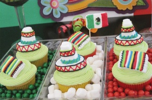These consist of sombreros, serape,s and the Mexican flag. But they all seem intricately decorated with layers of icing.