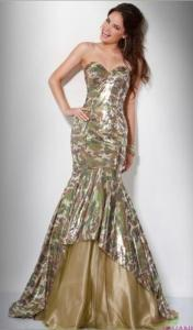 Sequin camo? What the fuck? Seriously, this woman may be pretty. But as for the girls who'd actually wear such a dress for prom, chances are they probably come from a trailer park. I mean why does this even exist?