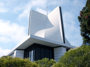 Now this is the Cathedral of Saint Mary of the Assumption, which serves as headquarters for the Catholic Archdiocese of San Francisco, California. Yeah, compared to the rest of the city, it's quite plain. Still reminds me of Darth Vader's vacation home for some reason.