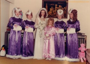 So glad I didn't live in the 1950s. Sure I may love purple but the bridesmaids' outfits seem too grannyish and Christmasy for some reason. The dresses would've been more appropriate for caroling.