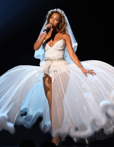 Oh, wait, this is Beyonce at the BET Awards in 2009. Okay, now I can totally understand why she wore her wedding dress like that. Still, I'm sure Jay-Z would never let Blue Ivy Carter wear that.