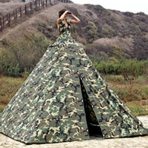 And this bride also seems to use her special dress as a lookout tower as she and her hubby go on their honeymoon. Still, camo wedding dresses, tent or not, need to go.