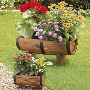 I'm sure these are pre made since they look kind of fake. Besides, nobody uses wooden barrels anymore. Nevertheless, these flowers are pretty.