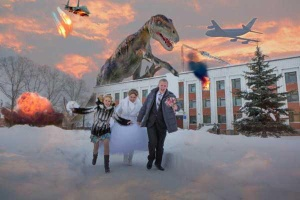 Seriously, what's the deal with dinosaurs and explosions in wedding photos? Still, the moral of this is probably don't book your wedding at Jurassic Park, even during during the winter.