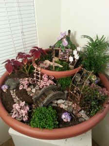 Now this was made from 2 flower pots with one on top of the other. Reminds me of some tropical paradise despite that this fairy seems to have his or her own vegetable garden.