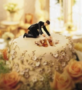 Now while overweight women do get married (and not always to overweight men), this is just pretty insulting to them. Seriously, why does this cake topper even exist for God's sake?