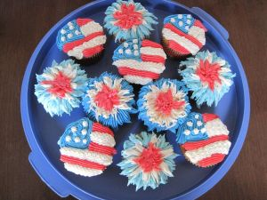 Now whether flag and firework, you can bet they will have red, white, and blue icing on them. Ironically, I usually display cupcakes earlier in the holiday treat posts. Then again, you have a lot patriotic treats here.