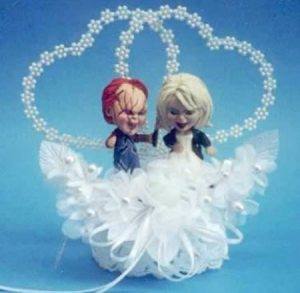 Okay, I think if my grandma saw this wedding cake topper she'd remark on how cute it was until she took a closer look. Yeah, I'm sure a topper of homicidal dolls is what you'd want on your wedding cake. Not.