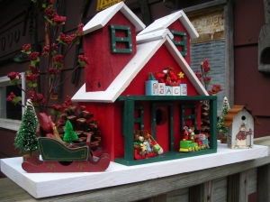 I'm not sure of what to make with Christmas themed birdhouses. I mean these birdhouses are only appropriate for a certain time of the year. And birdhouses need to look appropriate all year round. Then again, maybe this is just built for decoration.