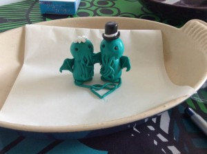 Of course, Cthulhu and his bride are basically evil Eldritch Abominations who wish to destroy the earth in oblivion. Not something you'd want to put on a wedding cake. But, hey, don't judge me.