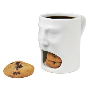 Kind of strange that the mug has a human face with a big mouth. But at least it doesn't devour them. Still, quite a nifty device if I do say so myself.