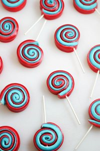 Of course, these seemed have marshmallow fluff and fruit roll-up in a swirl. And no, they don't look like pinwheels. But I'm sure some people will love it.