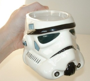 Still, I'm not sure if I'd want to have an Imperial Stormtrooper coffee pot. Sure it will pour but it will always miss. Yeah, Imperial Stormtroppers never really seem to hit their targets for some reason.