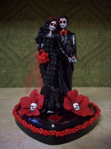 Now this is downright terrifying. Can't imagine what kind of couple having this on their wedding cake would actually look like. Then again, maybe I could and just don't want to imagine it.