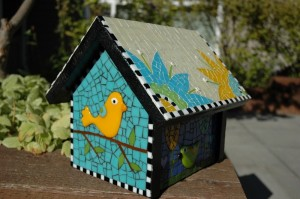 Now I'm sure this is a birdhouse even the biggest artistic bird lover would want. Still, I wonder how that person manage to get some of the brightly colored stone tiles. Probably some hardware store like Lowes or Home Depot.