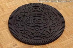 Of course, it doesn't seem to come with a sandwich unlike Oreo cookies. Nor can it be dunked. But I'm sure Nabisco would approve.