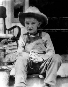 Yes, he may be a little cowboy in coveralls. But even then he seems to develop his distinctive features. Of course, the future president would also be known to be a colorful figure who conducted meetings in his bathroom, pulled his dick at the White House Press Corps, and holding a dog by the ears.