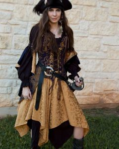 Of course, this is the kind of outfit that would make historians shake their heads in dismay. We should remember that most Golden Age pirates were men. And even though women pirates did exist, they usually dressed in drag and for good reason.