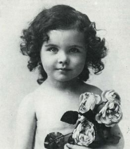 Now this little girl will soon grow up to play Scarlett O'Hara from Gone with the Wind. Still, you have to love her little curls in this one. So cute.