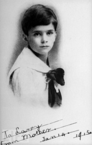 Little Larry is so adorable in his sailor outfit in 1915. Of course, he'll be one of the great British legends of stage and screen as well as known for his film performances of Shakespeare.