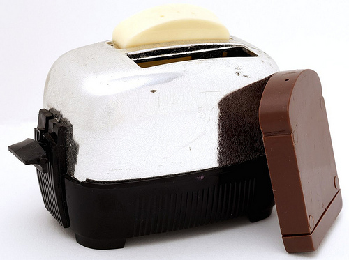 1960s Toaster With Bread ~ The strange table world of salt and pepper shakers
