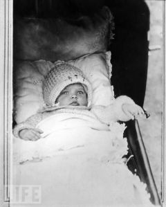 Seems like baby Betty Joan Perske just wants to lounge around in her stroller. She also seems so snug and warm in her little woolen cap. Meanwhile her future husband is probably on his stage career at this point, given it was the 1920s.