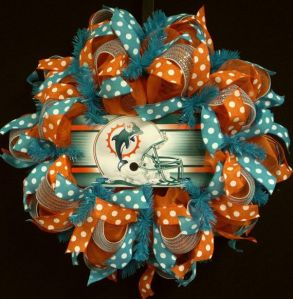 I guarantee that you'll see a lot of wreaths in this post. And yes, I admit that this wreath possesses the some degree of tackiness. But you can say the same about Florida.