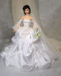 You see a lot of bride fashion dolls. And it's no wonder with how the wedding industry is like these days. But this is one of my favorites.