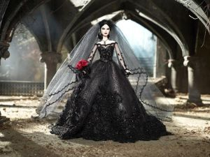 Now this is a lovely bridal outfit. Love the bouquet of roses. Wouldn't be surprised if Morticia Addams wore it on her wedding day.
