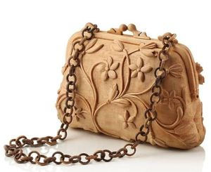 Now I wonder how they managed to carve out the chain. Would be very interesting to know. Love the floral design.