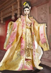 Of course, she's clad in yellow and pink from almost head to toe. We should remember that in Dynastic China, only the Imperial family were allowed to wear yellow. Everyone else wasn't.