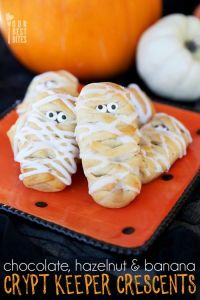 Because we all know that everyone wants mummy cookies at their Halloween party. Not sure how to make these though.