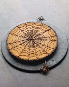 Now this looks quite intricate for a pastry. I sure couldn't draw a better spiderweb than that, especially in pastry form.
