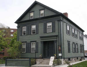 Legend has it that in this Fall River House, Lizzie Borden brutally murdered her father and stepmother in 1892. But she was found not guilty despite what public opinion thought of her. However, if Lizzie did killed her parents, it was most likely out of a family dispute.