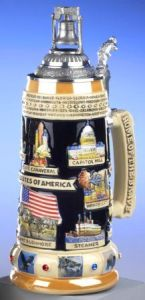 Now this one has a lid with the Liberty Bell, baby. Also has other stuff America's known for as well. Probably could be found in a lot of souvenir shops in the US during the 1970s.