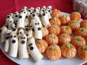 And by that I mean banana ghosts and orange pumpkins. Or pumpkins made from oranges. Seems like the first healthy treat on this post.