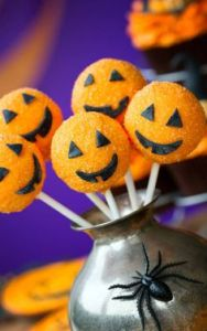 Of course, since jack o'lanterns are such iconic symbols of Halloween, I had to include cake pops of these. Nevertheless, so cute.