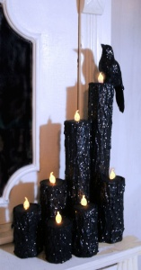 Now this doesn't use real candle flames. But it does look quite eerie. Still, like the bird and like the glitter.