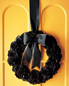 Again, another wreath that kind of looks like it belongs in a funeral parlor. Still, I think it's pretty and I like it. So it goes on this post.