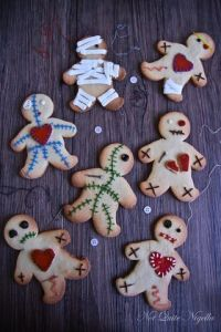 Like gingerbread men Christmas cookies, you can customize them any way you want. And they can be quite amusing, too. Like the one under wraps.