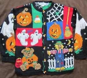 And there's that teddy bear in the pumpkin costume again. Kind of like the two ghosts though. And the jack o'lantern.