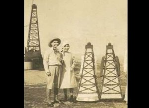 Is it just me or do I find the idea of oil derrick costumes a bit too strange? Then again, it must be the arms sticking out of the derricks that's disturbing.
