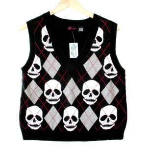 Now I'm sure such sweater vests aren't seen as cool. Still, this is quite funny. Wonder who'd be creeped out by this.