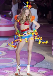 Tinker Toys at a Victoria's Secret fashion show? Now that's just wrong. Just wrong. Really they're kids toys and were never meant to be sexy.