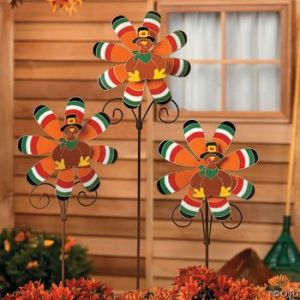 Now these are cute. Then again, they'll certainly stand out in a front lawn with bare trees and fallen leaves.